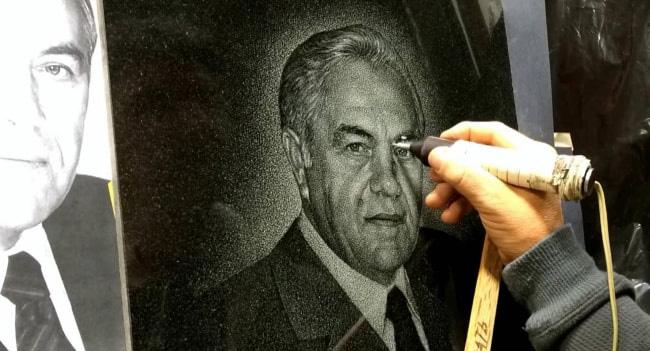 Ручная гравировка портретов в Гродно